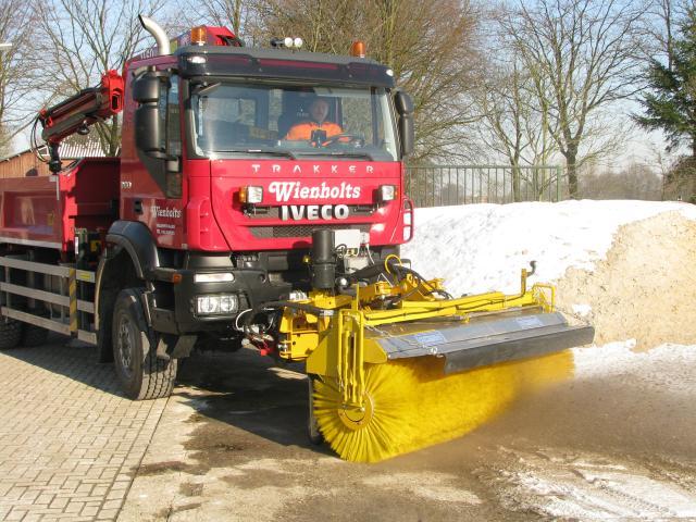 Loon en grondverzetbedrijf wienholts loon en grondwerk for Vrachtwagen kipper met kraan